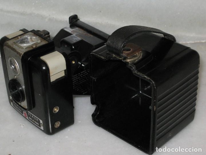 Cámara de fotos: Kodak Brownie Flash con su funda original . No probada. - Foto 13 - 127739067