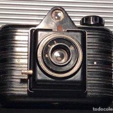 Cámara de fotos: CÁMARA WINAR. BAQUELITA. BARCELONA, 1954. FUNCIONA DISPARADOR Y OBJETIVO. Lote 130568482