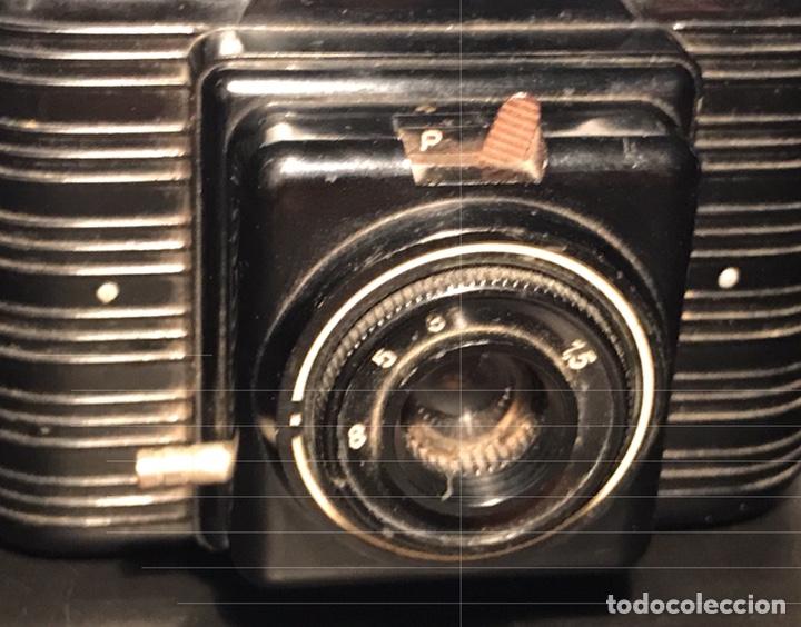 Cámara de fotos: Cámara Winar. Baquelita. Barcelona, 1954. Funciona disparador y objetivo - Foto 2 - 130568482