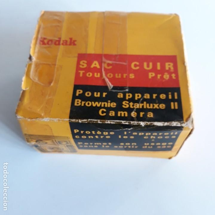 Cámara de fotos: Camara Kodak Brownie Starluxe II , en azul ,1962-1967, fabricacion francesa, con funda cuero y caja - Foto 7 - 102428231