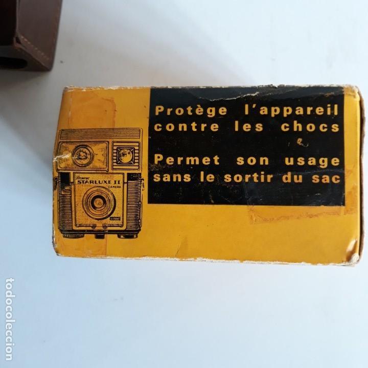Cámara de fotos: Camara Kodak Brownie Starluxe II , en azul ,1962-1967, fabricacion francesa, con funda cuero y caja - Foto 9 - 102428231