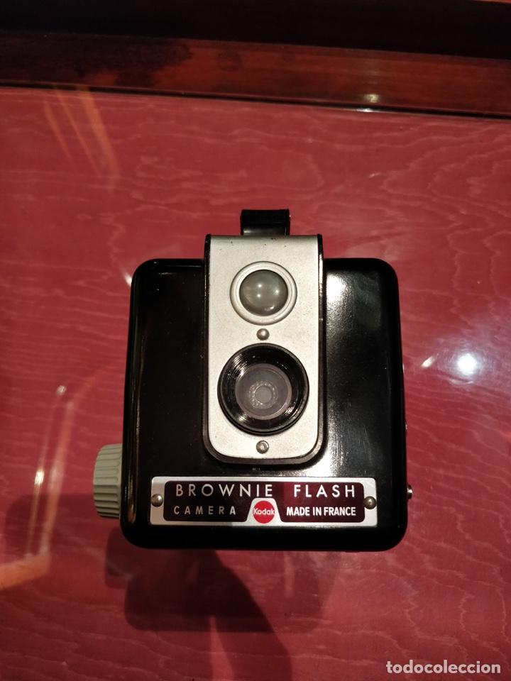 Cámara de fotos: Cámara Kodak Brownie Flash vintage años 50-60s color negro y funda original de cuero - Foto 2 - 140829690