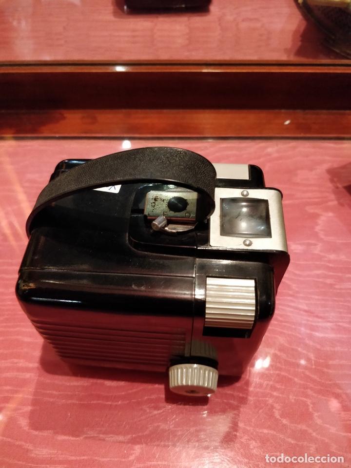 Cámara de fotos: Cámara Kodak Brownie Flash vintage años 50-60s color negro y funda original de cuero - Foto 3 - 140829690