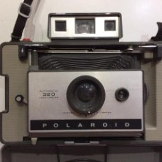 Cámara de fotos: CÁMARA INSTANTÁNEA DE FUELLE Y TELEMETRO POLAROID 320 AUTOMATIC (1967 - 1971) CON CAJA. Lote 145046954