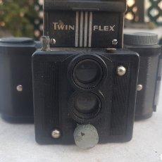 Cámara de fotos: PEQUEÑA CAMARA UNIVEX TWIN FLEX. Lote 152513726