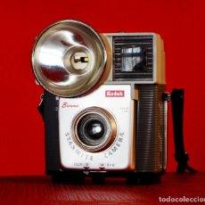 Cámara de fotos: KODAK BROWNIE STARMITE AÑOS 60, EXCELENTE ESTADO. Lote 153647438