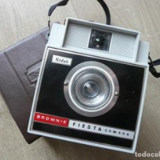 Photo camera - KODAK-BROWNIE-FIESTA CAMARA - 167570960