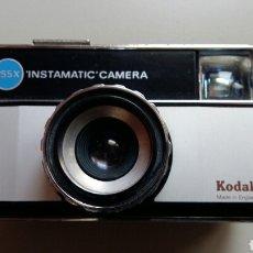 Cámara de fotos: CÁMERA KODAK 255X INSTAMATIC. Lote 168667324