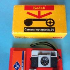 Cámara de fotos: CAMARA KODAK INSTAMATIC 35 - NUEVA EN CAJA - MADE IN SPAIN. Lote 176695414