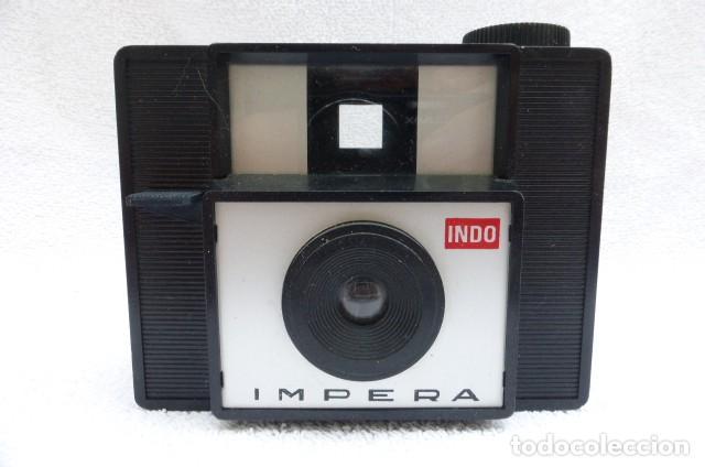 Cámara de fotos: Curiosa camara, Impera, plastico duro, Francia, publicidad Indo..años 70..Funciona.formato 126. - Foto 2 - 191263851
