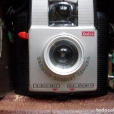 Cámara de fotos: CÁMARA BROWNIE STARLET KODAK. Lote 194281046