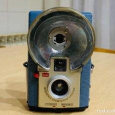 Cámara de fotos: KODAK BROWNIE STARFLASH. Lote 194552048