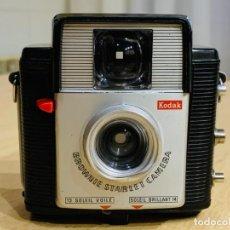 Cámara de fotos: KODAK BROWNIE STARLET. Lote 194552236