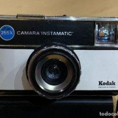 Cámara de fotos: KODAK INSTAMATIC 255X FABRICADA EN ESPAÑA. Lote 194669776