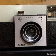 Cámara de fotos: KODAK INSTAMATIC 25 A 1 FABRICADA EN ESPAÑA. Lote 194671397