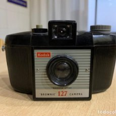 Cámara de fotos: KODAK BROWNIE 127. Lote 194750411