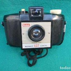 Cámara de fotos: KODAK BROWNIE 127..MADE IN ENGLAND..BAQUELITA, PRECIOSA, FUNCIONANDO.1953.. Lote 196372737