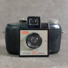 Cámara de fotos: CÁMARA FOTOGRÁFICA KODAK BROWNIE 127 * AÑO 1954. Lote 196491028
