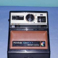 Cámara de fotos: ANTIGUA CAMARA INSTANTANEA KODAK MODELO EK 100 ORIGINAL. Lote 198639630