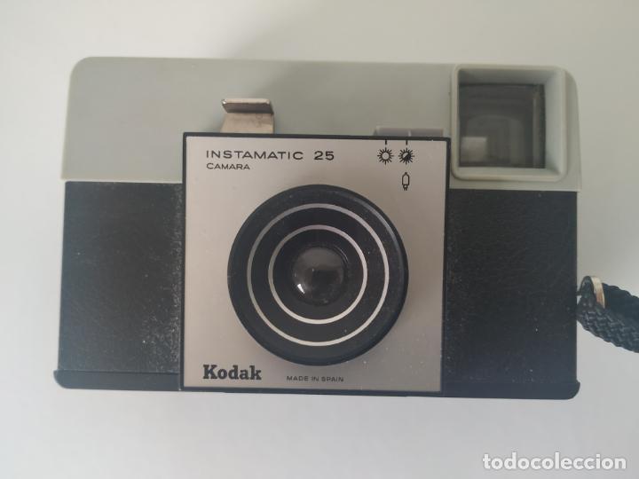Cámara de fotos: KODAK INSTAMATIC 25. CÁMARA CLÁSICA DE COLECCIÓN PARA FORMATO 126. Años 60 - Foto 2 - 213132201