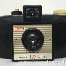 Cámara de fotos: CAMARA ANTIGUA KODAK BROWNIE 127 (2º. MOD.), AÑO 1959. Lote 199347998