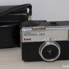 Appareil photos: CAMARA KODAK INSTAMATIC 133X CON FUNDA ORIGINAL. Lote 210344846