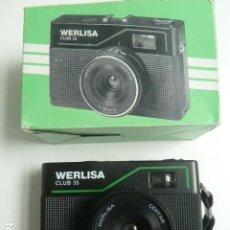 Cámara de fotos: ANTIGUA CAMARA FOTOGRAFICA DE FOTOS MARCA WERLISA CLUB 35 EN SU CAJA ORIGINAL. Lote 222278631