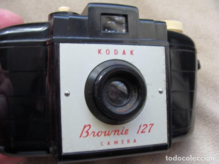 Cámara de fotos: ANTIGUA CAMARA DE FOTOS DE COLECCION, CAMARA FOTOGRAFICA KODAK BROWNIE 127 BAQUELITA - Foto 2 - 235512930
