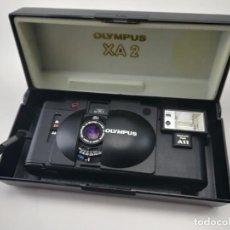 Câmaras de fotos: CÁMARA VINTAGE OLYMPUS XA2 35MM CON CAJA Y FLASH M11 DE SEGUNDA MANO. Lote 263008285