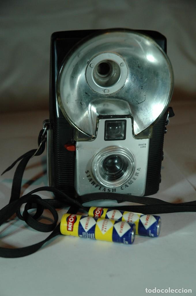 Cámara de fotos: CÁMARA DE 4,5X6 KODAK BROWNIE STARFLASH CAMERA INCOMPLETA - Foto 2 - 269970963