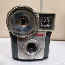 Cámara de fotos: BAQUELITA.KODAK BROWNIE STARMITE.AÑO 1960.FUNCIONA. Lote 274603248