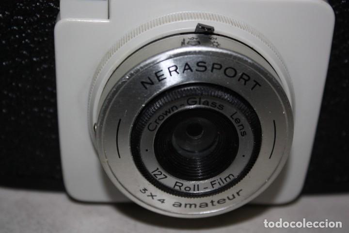 Cámara de fotos: Antigua máquina de fotos de los años 60. - Foto 2 - 287028003