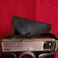Cámara de fotos: CAMARA FOTOGRAFICA / KODAK INSTAMATIC - 133 - X / AÑOS 70. Lote 287099643