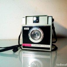 Cámara de fotos: KODAK BROWNIE FIESTA CAMARA VINTAGE ORIGINAL (1962 A 1966). Lote 293858583