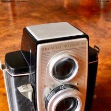 Cámara de fotos: CÁMARA ANTIGUA DE COLECCIÓN KODAK BROWNIE RÉFLEX 20. Lote 297078833
