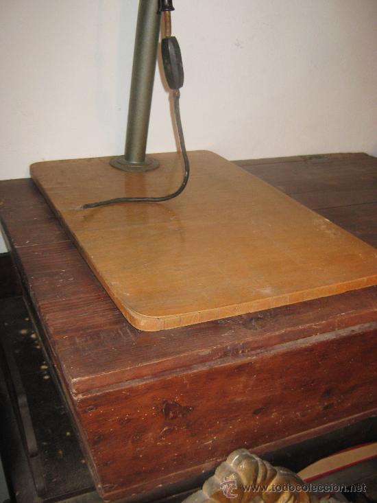 Cámara de fotos: Detalle base de madera. - Foto 3 - 27589419