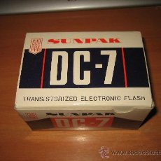 Cámara de fotos: SUNPAK DC-7 TRANSISTORIZED ELECTRONIC FLASH . Lote 27183400