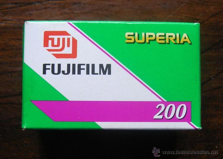 CARRETE FUJIFILM SUPERIA 200 PRECINTADO. CADUCADO EN 2008 (Cámaras Fotográficas Antiguas - Objetivos y Complementos )