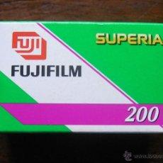 Cámara de fotos: CARRETE FUJIFILM SUPERIA 200 PRECINTADO. CADUCADO EN 2008. Lote 49996106