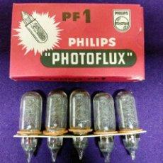 Câmaras de fotos: PHILIPS PHOTOFLUX PF1. ANTIGUA CAJA DE 5 BOMBILLAS. SIN ESTRENAR. AÑOS 60 / 70. Lote 86726968