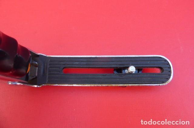 Cámara de fotos: Empuñadura fotografica para camaras y portaflash...años 90..metalico. Plegable. - Foto 2 - 92731695