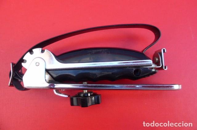 Cámara de fotos: Empuñadura fotografica para camaras y portaflash...años 90..metalico. Plegable. - Foto 3 - 92731695