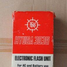 Cámara de fotos: FLASH HYUGA 303G ELECTRONIC FLASH UNIT, MADE IN JAPAN, CON CAJA ORIGINAL. Lote 114835459