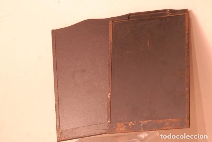 Cámara de fotos: 2 chasis metalicos antiguos ,9x12 usados - Foto 2 - 134752782