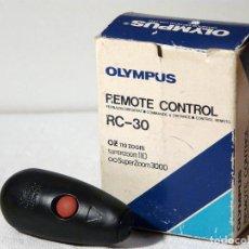 Cámara de fotos: OLYMPUS RC-30 CONTROL REMOTO INALÁMBRICO CON ESTUCHE PARA SUPERZOOM 110 /3000. Lote 141383142