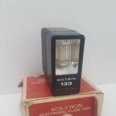 Cámara de fotos: ELECTRONIC FLASH SOLTRON 133.FUNCIONANDO. Lote 146516426