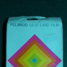Cámara de fotos: PELICULA ORIGINAL Y NUEVA PARA POLAROID SX 70 . POLAROID SX 70 LAND FILM CADUCADA EN EL 75 VER FOTO. Lote 151662342