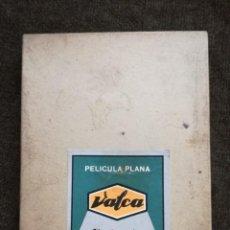 Cámara de fotos: VALCA PAPEL FOTOGRAFICO CAJA PELICULA PLANA RETRATO13X18.ABIERTA PERO LLENA. Lote 155919098