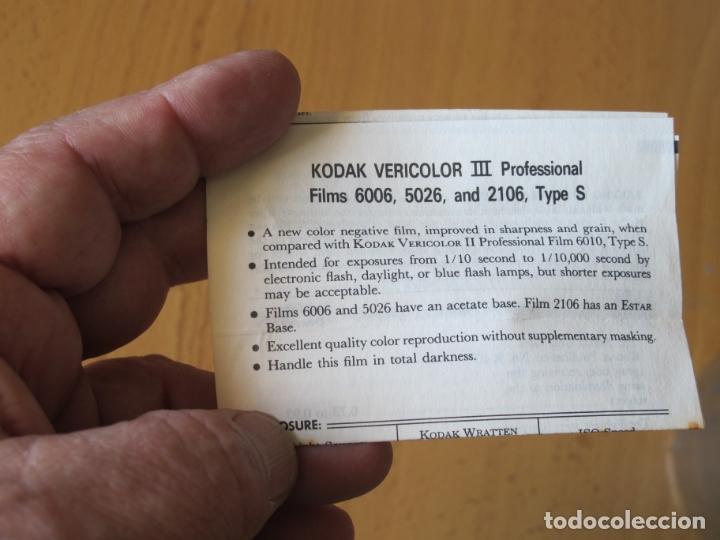Cámara de fotos: CAJA DE PELÍCULA PERFORADA DE 70 MM. - KODAK VERICOLOR III - TIPO S - 30,5 METROS.- CADUCADA - Foto 3 - 165813258