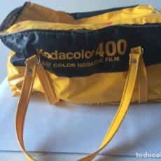 Cámara de fotos: BOLSO VINTAGE KODAK DE KODACOLOR 400 FILM. Lote 205593276
